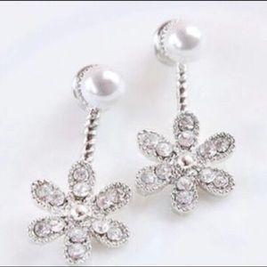 💎 Silver Rhinestone & Pearl Flower Stud Earrings